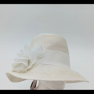 Nine West White Packable Hat w/ Flower NEW
